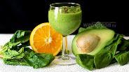 Фото рецепта Смузи из авокадо, банана и шпината