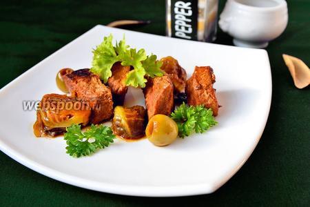 Мясо тушёное с брюссельской капустой и оливками