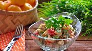 Фото рецепта Салат с колбасным копчёным сыром