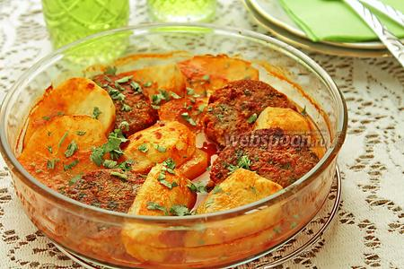 Котлеты с картофелем в духовке с томатным соусом
