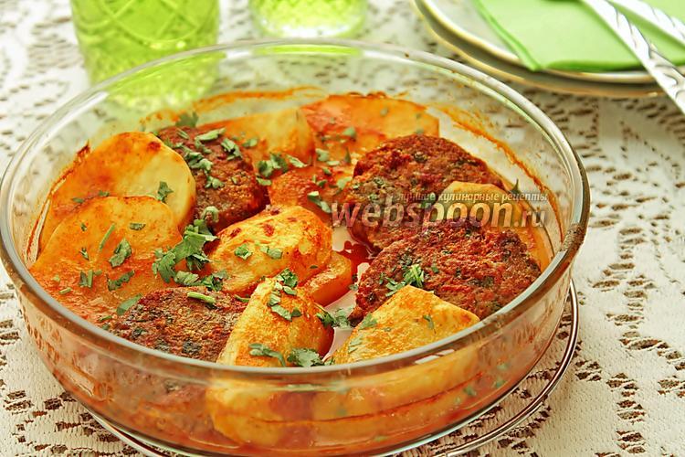 Фото Котлеты с картофелем в духовке с томатным соусом