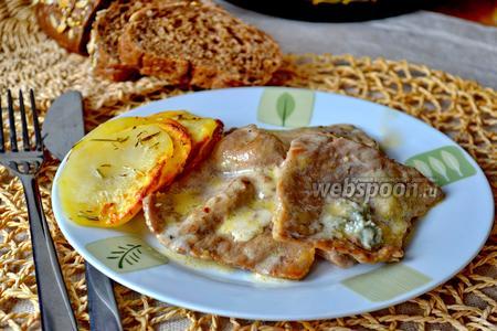 Фото рецепта Телячьи скалоппини под соусом из горгонзолы