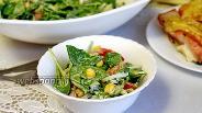 Фото рецепта Салат со шпинатом и кукурузой