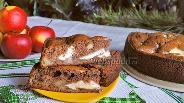 Фото рецепта Шоколадный пирог с яблоками и творожной начинкой