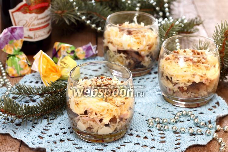 Фото Ореховый салат с кальмарами
