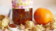 Фото рецепта Мандариновое варенье с лепестками роз в мультиварке