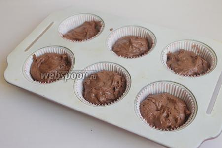 Наполняем формочки на 2/3 .Ставим в духовку на 15 минут при 180°С.