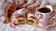 Фото рецепта Дрожжевые рогалики с начинкой