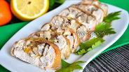 Фото рецепта Рулет куриный с вешенками и мандаринами