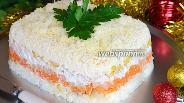 Фото рецепта Рождественский слоёный салат-торт