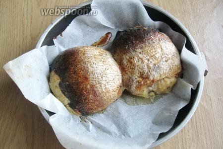 Готовую гефилте фиш достаём из духовки, охлаждаем и нарезаем на кусочки. Подаём на закуску.