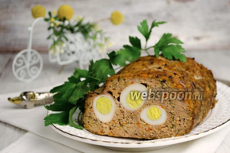 Фото Мясной рулет с перепелиными яйцами