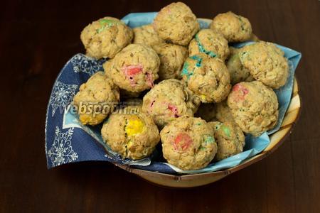 Даём остыть и подаём наше спасительное для сладкоежек печенье с чаем или молоком. Из 2 порций у меня получилось 30 печенек.