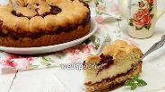 Фото рецепта Творожный пирог с пудингом и вишнёвым джемом