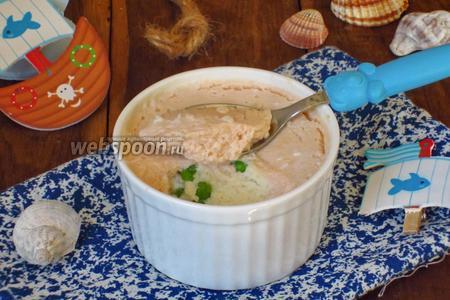 Фото рецепта Рыбное суфле с зелёным горошком детское