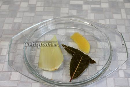 Когда овощи сварятся, вынуть имбирь, лишний сельдерей, лавровый лист.