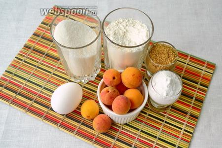Для приготовления абрикосового пенника понадобятся следующие ингредиенты: абрикосы (можно как свежие, так и замороженные), сахар, мука, яйца, сахарная пудра для украшения, панировочные сухари.