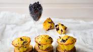 Фото рецепта Кукурузные маффины с черникой