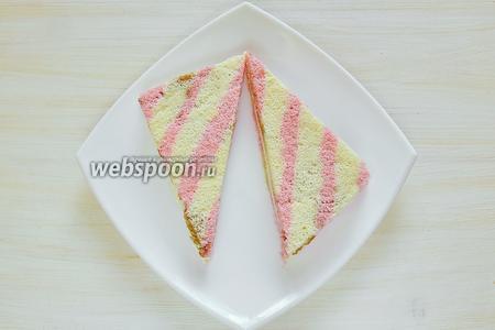 Разрезаем по диагонали получившийся прямоугольник, и  у нас получается 2 симпатичных треугольничка, как раз для ужина на двоих.
