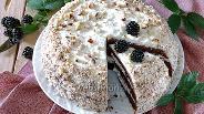 Фото рецепта Шоколадный торт с творожно-пудинговой начинкой и ежевикой