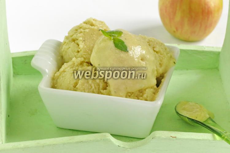 Фото Сливочное крем-мороженое с базиликовым курдом