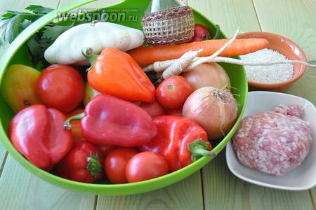 Приготовим перец сладкий, патиссон среднего размера, лук, сельдерей, морковь, корешки петрушки и сельдерея, рис, фарш, масло растительное, соль и перец.