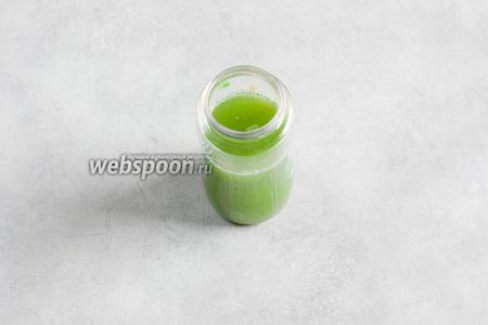 В результате нечеловеческих пыток, из 2 змеиных огурцов, таким образом, реально выжать 250 мл восхитительного ядовито-зелёного сока, солоноватого, как слезы.
