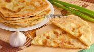 Фото рецепта Псевдослоёные лепёшки с сыром