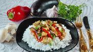 Фото рецепта Стир-фрай с курицей, баклажанами и перцем