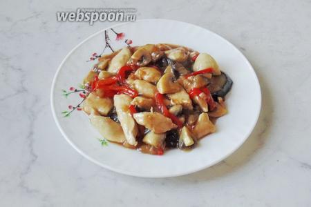 Стир-фрай с курицей, баклажанами и перцем готов. Подаём на второе в обед или на ужин.