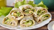 Фото рецепта Рулет из лаваша с икрой трески и салатом