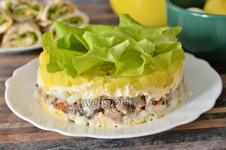 Салат с сардинами и кальмарами