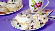 Фото рецепта Булочки с черникой и сливочным сыром