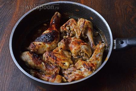 Затем ставим ещё на 15-20 минут голень запекать. Спустя отведённое время, мясо приобретёт приятный оттенок и хрустящую корочку. Приятного аппетита!
