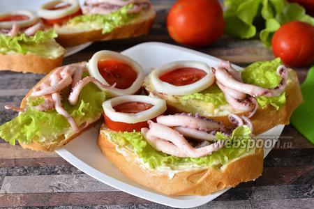 Бутерброды с кальмарами, осьминогами и сыром