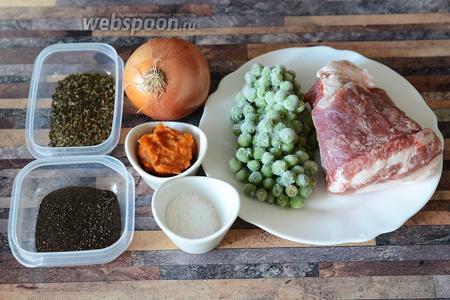 Для приготовления мяса под калиновым соусом, запечённого в горшочках, вам понадобится соль,  калиновый соус , горошек, мясо свиное, лук, перец чёрный молотый и базилик.