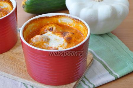 Фрикадельки из кеты в овощном соусе