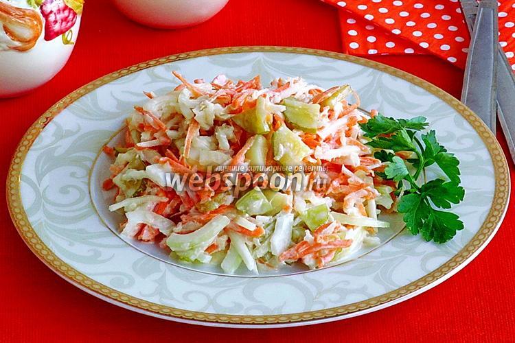 Фото Салат из топинамбура, моркови и солёного огурца