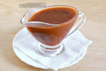Готовый соус остудите и уберите в холодильник на 2 часа, затем его можно подавать к столу или брать с собой на пикник. Соус «барбекю» отлично хранится в холодильнике в стеклянных бутылочках или баночках в течение 2-3 недель.
