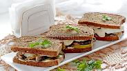 Фото рецепта Бутерброды со шпротами на ржаном хлебе