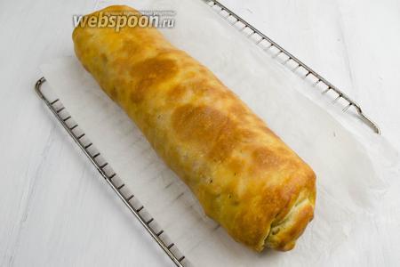 Аккуратно перенести на решётку. Остудить. Подавать к обеду или на перекус. Для поливки к этому штруделю рекомендую ягодные соусы, в частности калиновый.