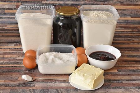 Для приготовления тёртого пирога с консервированной вишней вам понадобится соль, сода, мука, маргарин, консервированная вишня, тёртая смородина с сахаром, яйцо куриное и сахар.