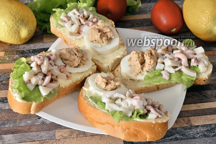 Фото Бутерброды с осьминогами и икрой трески