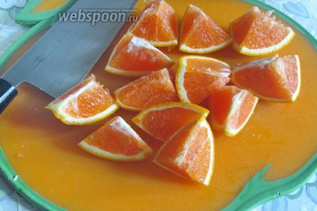 Тоже самое сделать с апельсином. У меня он красный, но можно любой.