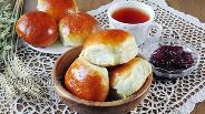 Фото рецепта Сдобные булочки с конфитюром из слив