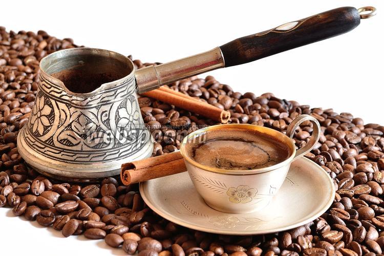 Фото Кофе с корицей в турке