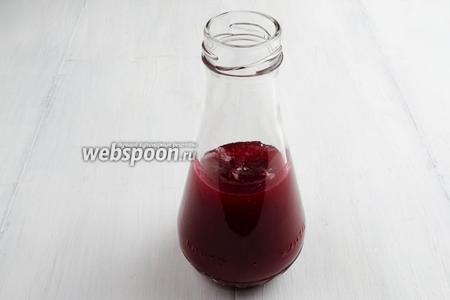 Полученный соус перелить в бутылку. Закрыть крышкой. Подавать к штруделю с овощами.
