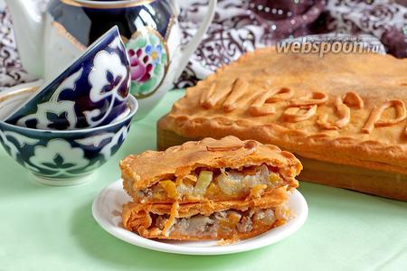 Пирог с мясом и овощами на томатном тесте