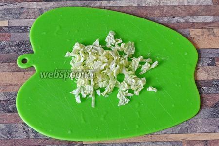 Мелко-мелко нарезаем капусту.