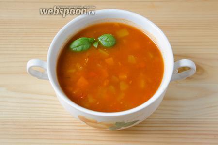 Разливаем горячий суп по тарелкам и подаём. Мои любят к такому супу ломтики белого хлеба с маслом.